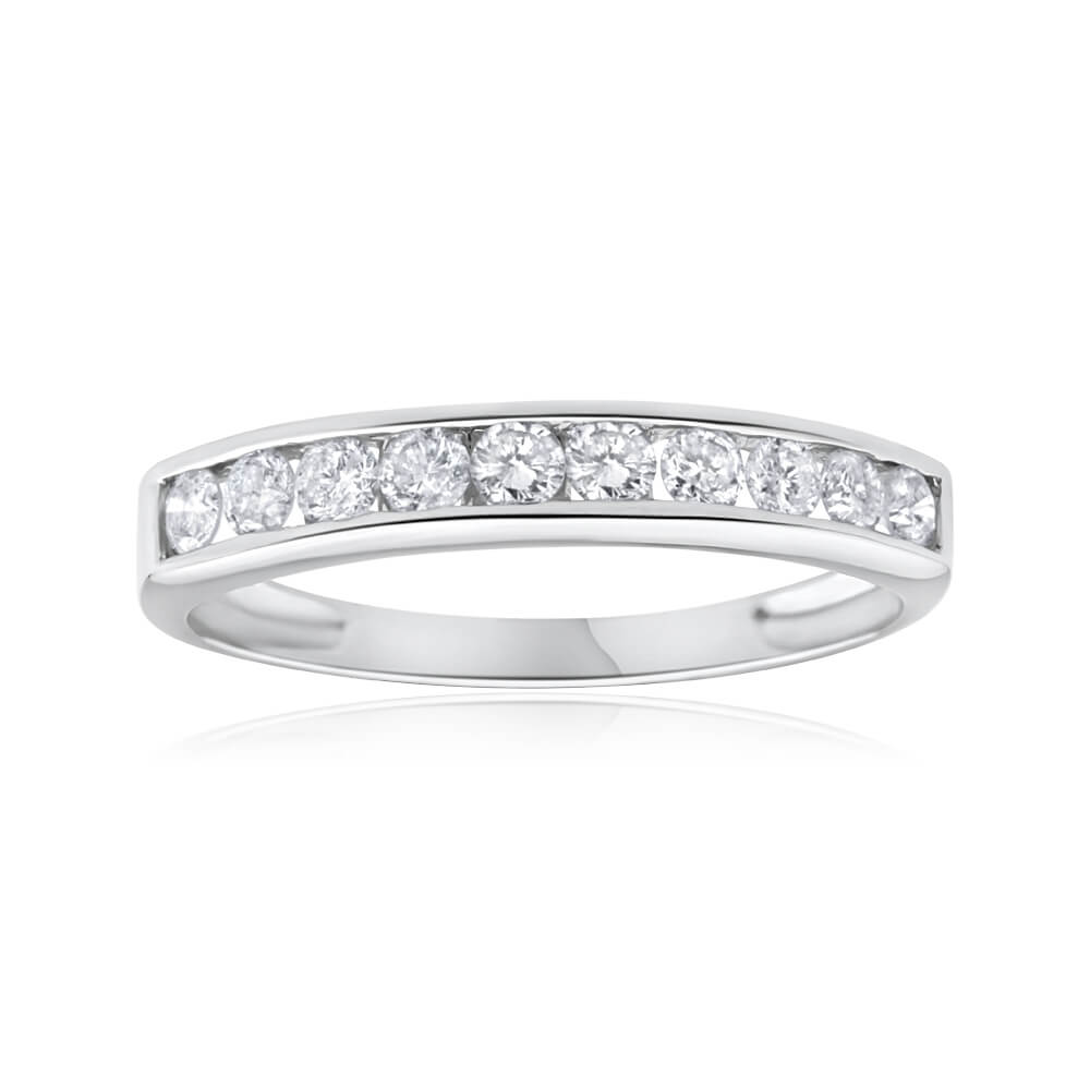 9ct White Gold Exquisite Diamond Ring
