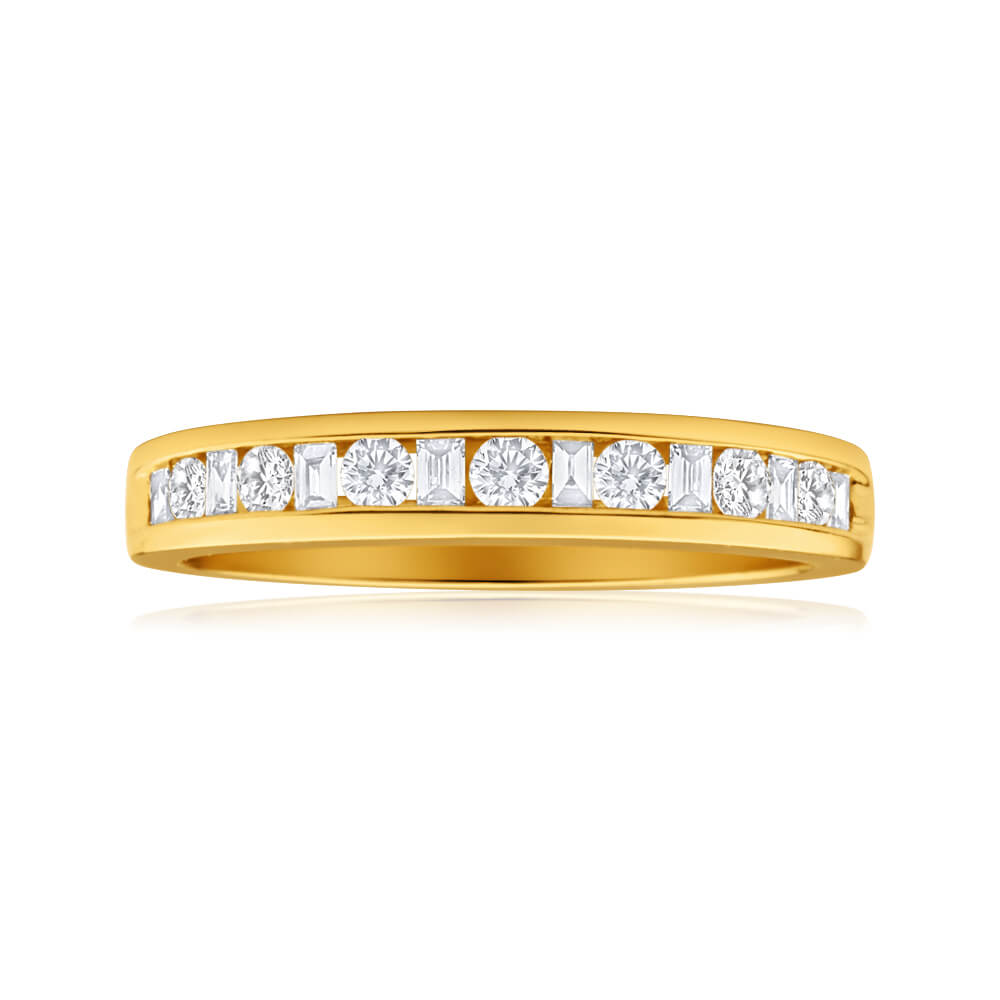 18ct Yellow Gold Ring With 15 Mixed Cut Diamonds Totalling 0.3 Carats