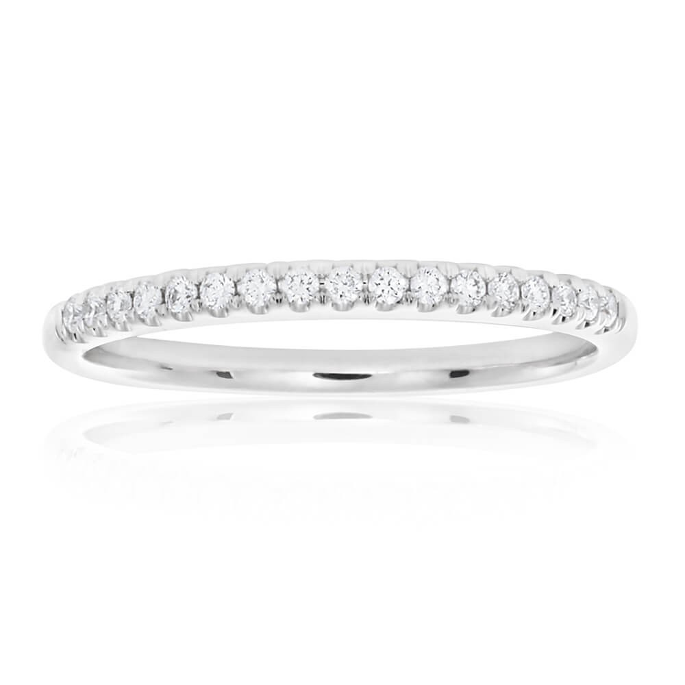 18ct White Gold Diamond Ring with 17 Brilliant Diamond