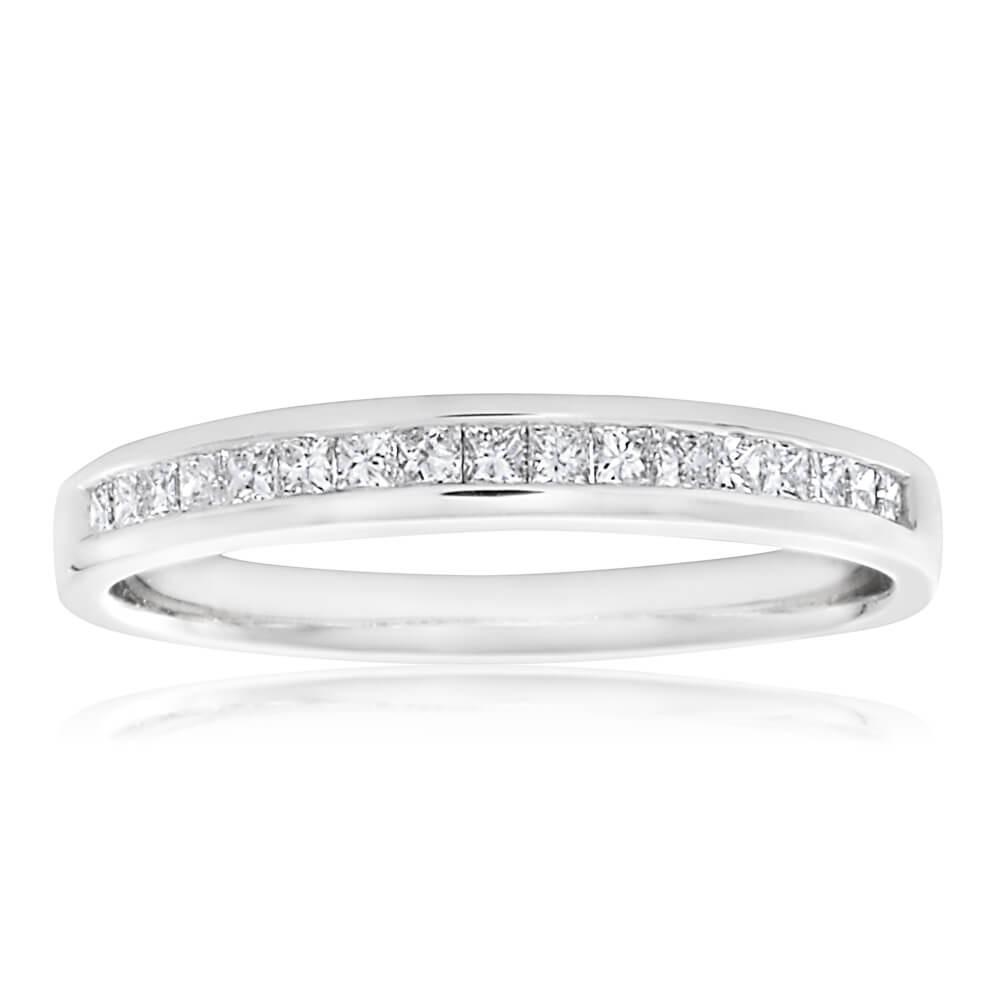 18ct 1/4 Carat Diamond Ring with 17 Princess Cut Diamonds