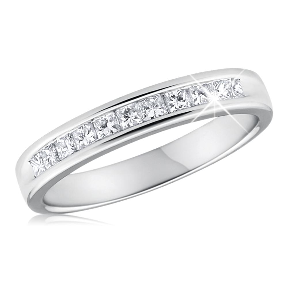 9ct White Gold Diamond Ring Set With 11 Breathtaking Brilliant Cut Diamonds
