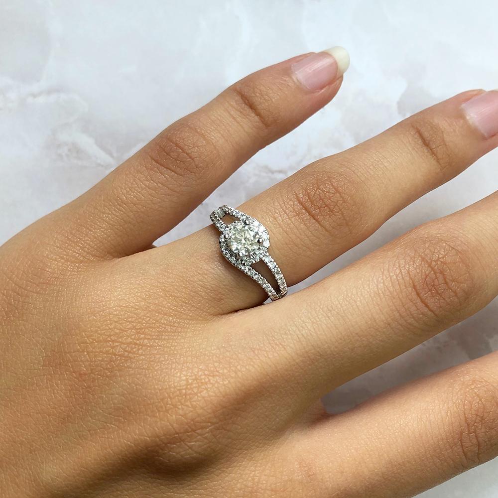 18ct White Gold 0.70 Carat Diamond Ring with 0.55 Carat Diamond Centre
