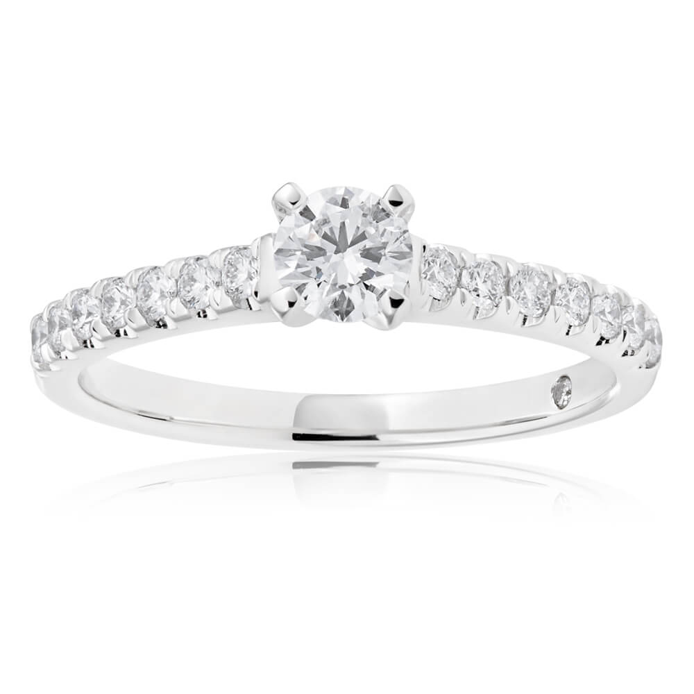 Flawless Cut Engagment ring with total dia weight of 1/2 carat. 1/4 carat centre