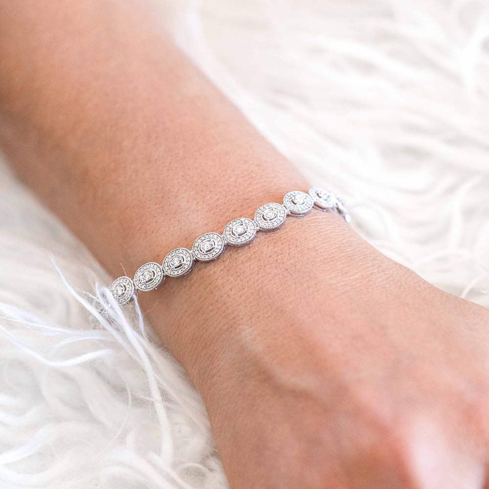 9ct White Gold 18.5cm Oval Shaped Bracelet With 2.00 Carats of Diamonds