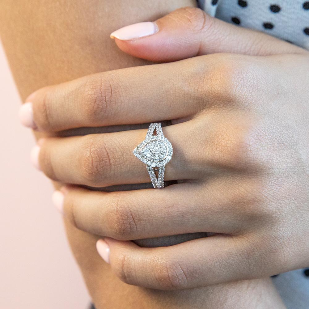 9ct Yellow Gold 1 Carat Diamond Pear Shape Cluster Spilt Shank Ring