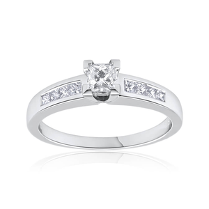 18ct White Gold Ring WIth 0.55 Carats Of Diamonds