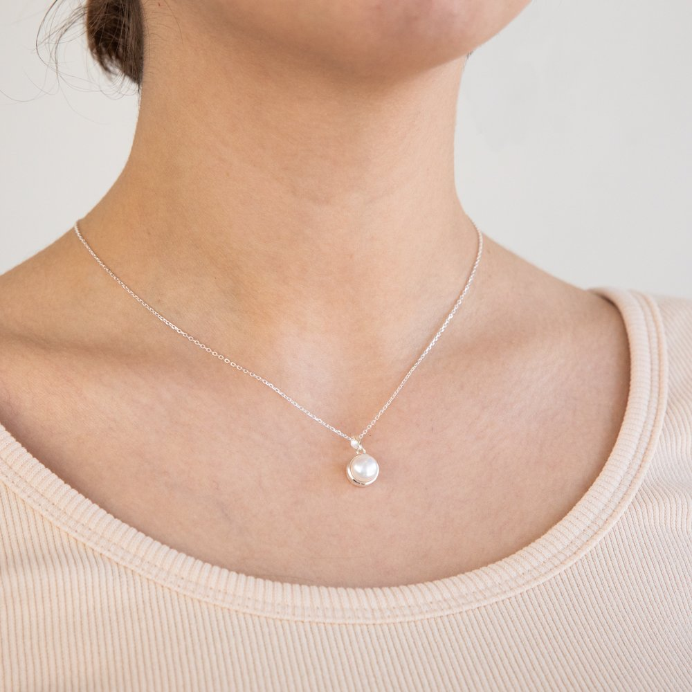 Sterling Silver Boxed Freshwater Pearl Pendant and Earring Set with 45cm Chain
